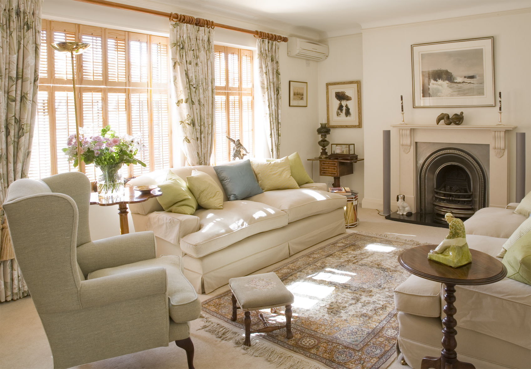 English country in the city adrienne at home for Living room ideas english