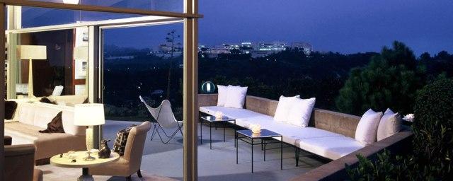 William-Haines-interior-designer-Designs-living-room-terrace-6