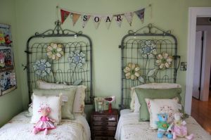 I love these quirky fencing headboards. Photo: www.dishfunctionaldesigns.blogspot.co.uk