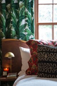 palm leaf curtain 2
